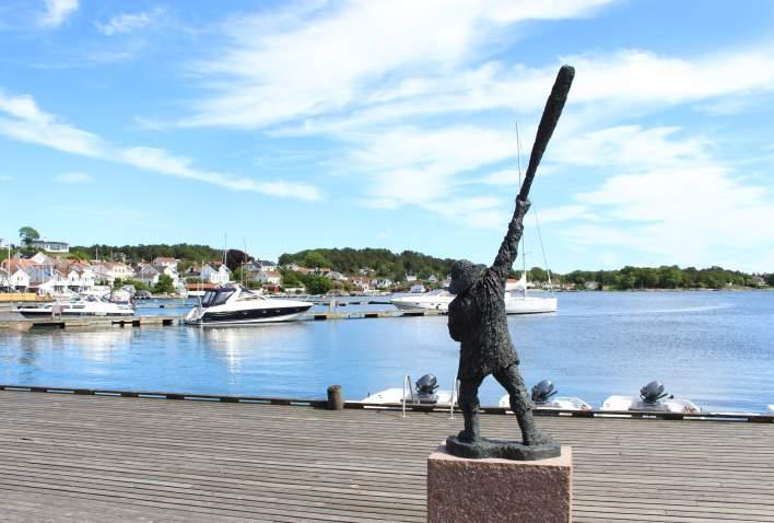 Statue of Ibsen's Terje Vigen in Grimstad
