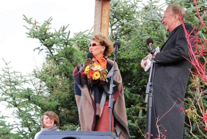 Dronning Sonja åpner kunstutstilling på Lista Fyr