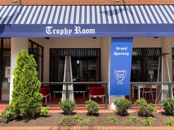 The exterior of the Trophy Room patio at the Graduate Annapolis Hotel