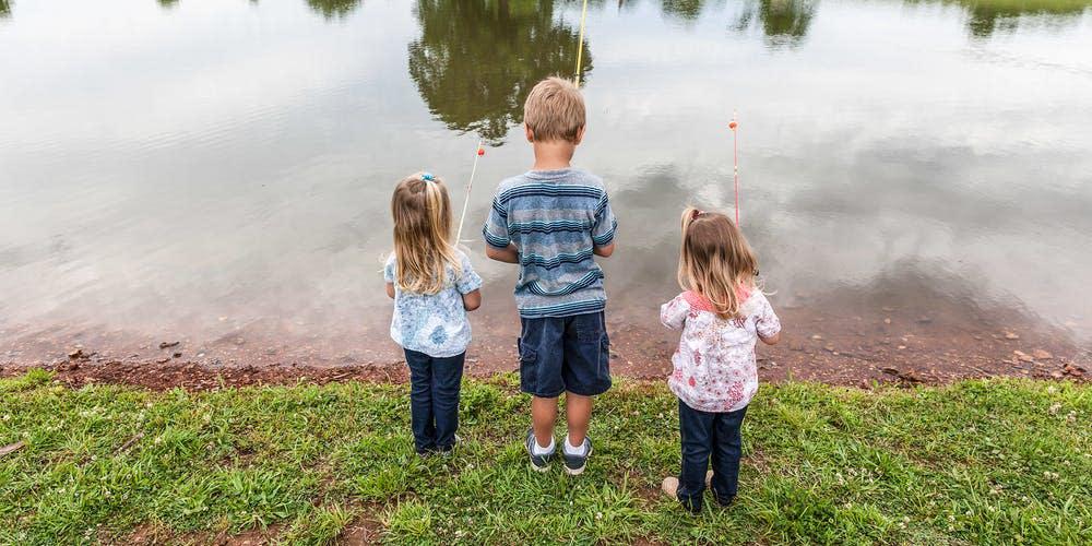 Kids fishing at Rutledge-Wilson Farm Park.