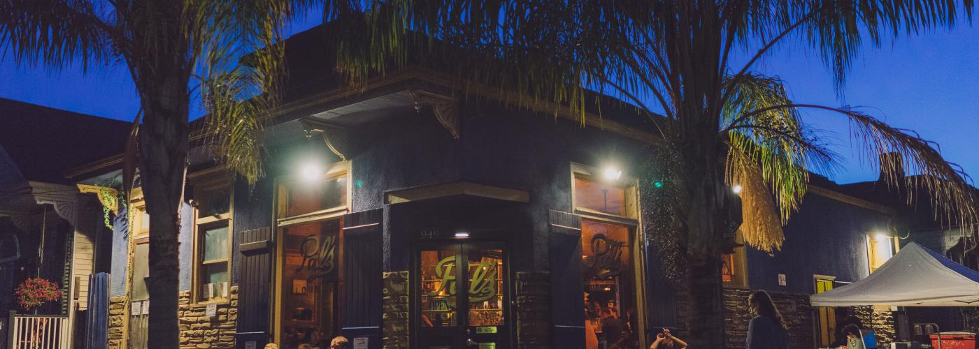 Pal's Lounge