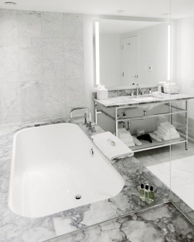 The James bathroom_Carey Shaw