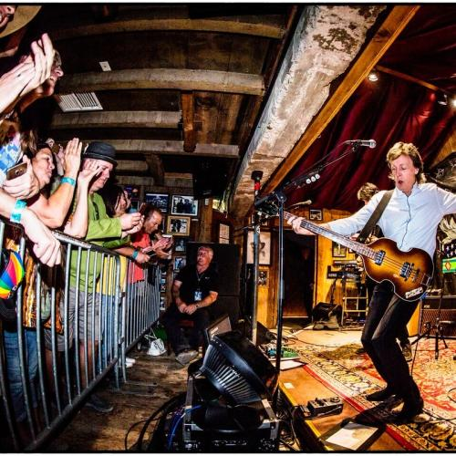 Paul McCartney makes a surprise appearance at Pappy & Harriet's