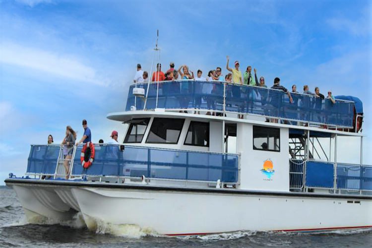Patrons on the Island Cruise charter boat.