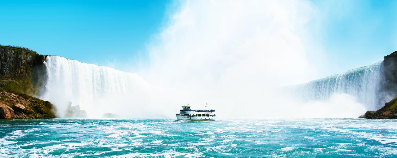 Maid of the mist entering near Niagara falls