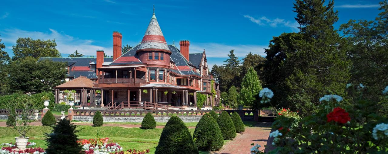 The exterior of Sonnenberg Gardens & Mansions on a sunny day