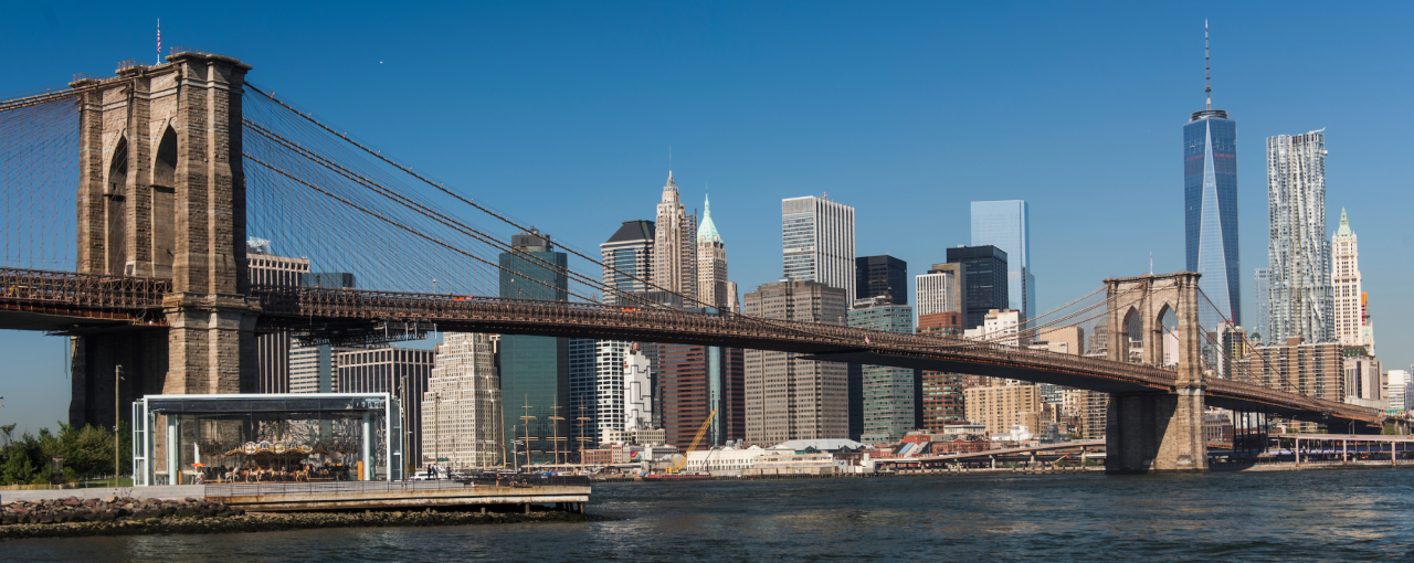 The skyline of NYC including the Brooklyn Birdge and the One World Trade Center