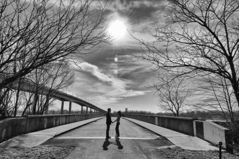 The Annapolis Photographer - couple on a bridge