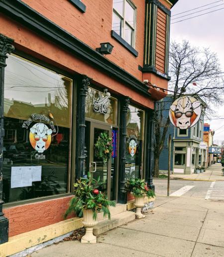 exterior of elusive cow restaurant in bellevue ky.