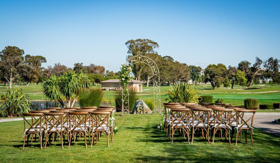 Wedding-set-up-at-par-3-at-poplar-creek-golf-course
