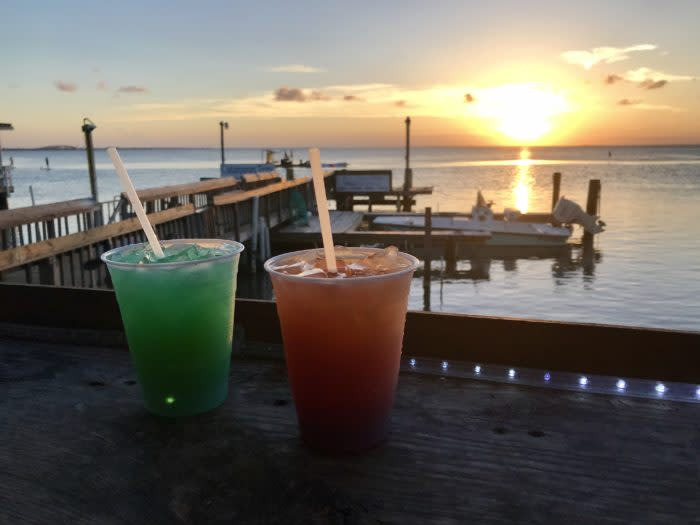 Drinks-on-the-bay