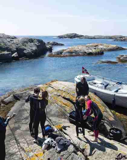 Siste forberedelser før snorkletur med Kote Null