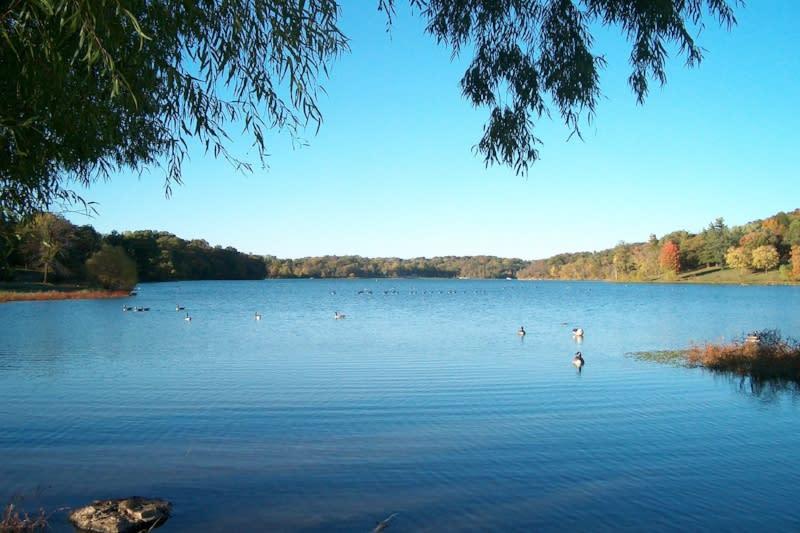 Wyandotte County Lake