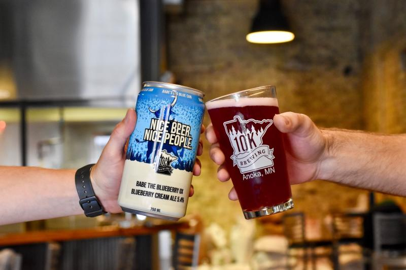 A two-beer cheers at 10K Brewing