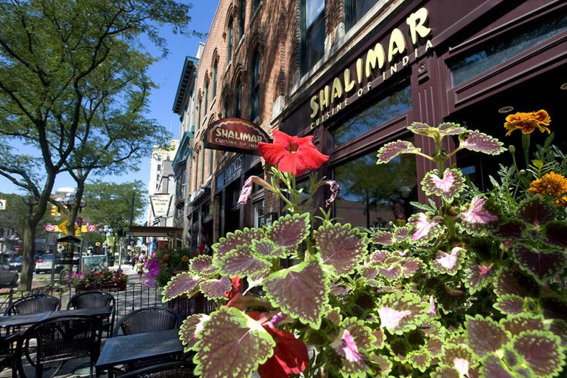 Main Street Shalimar outdoor dining