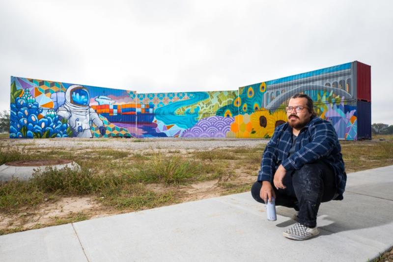 East-River-Mural-and-Artist-David-Maldonado-2-Photo-by-Shannon-OHara-Courtesy-of-Midway