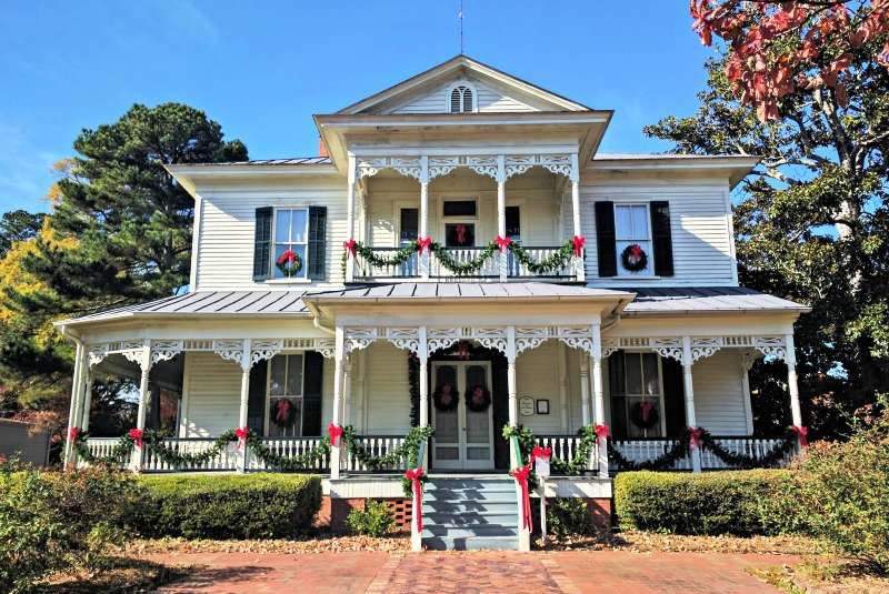 1897-Poe-House-Christmas