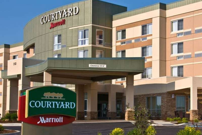 Courtyard By Marriott Spring Lake