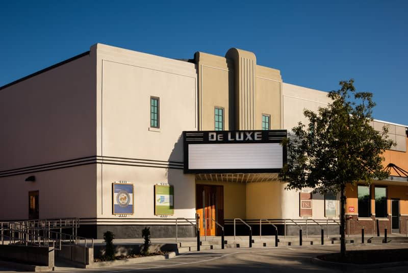 DeLUXE Theater