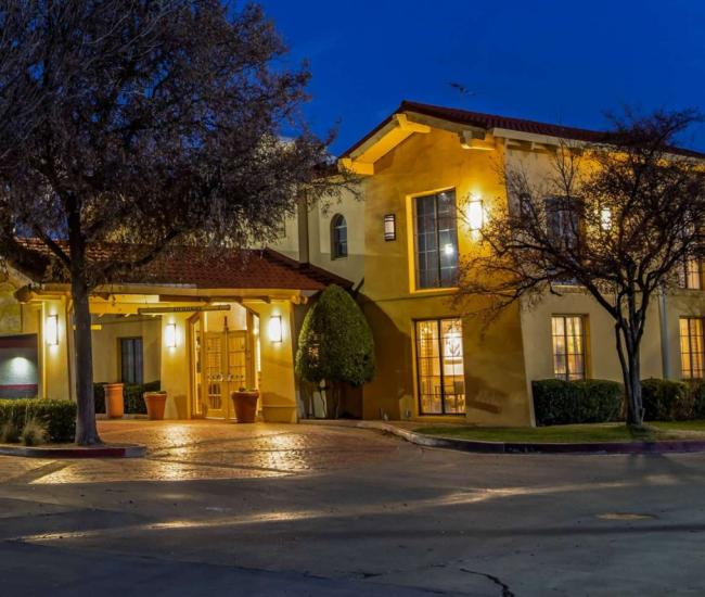 La Quinta Inn & Suites Mid-City exterior