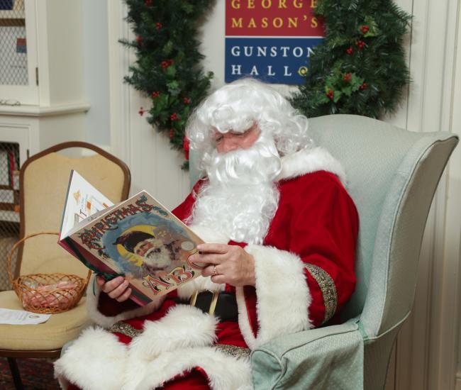 Santa reading at Gunston Hall