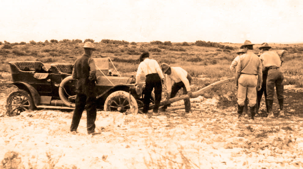 Car-Stuck-in-the-Mud