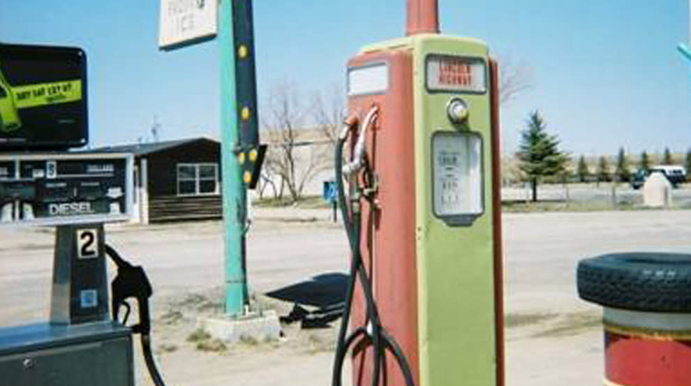 Lincoln Highway gas pump at Rock River