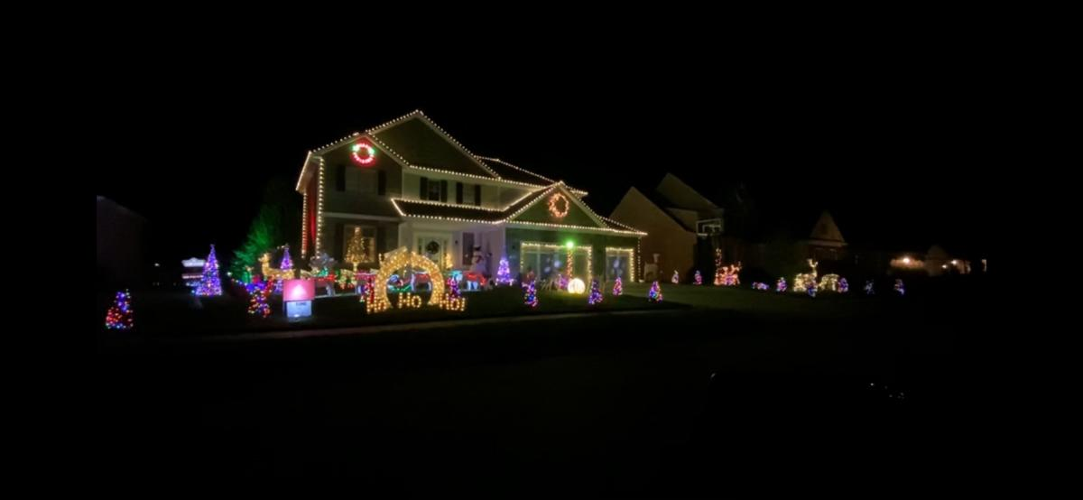 2227 Cerreia Way Christmas Lights Display