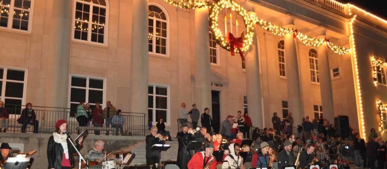Rutherfordton Courthouse at Christmas}