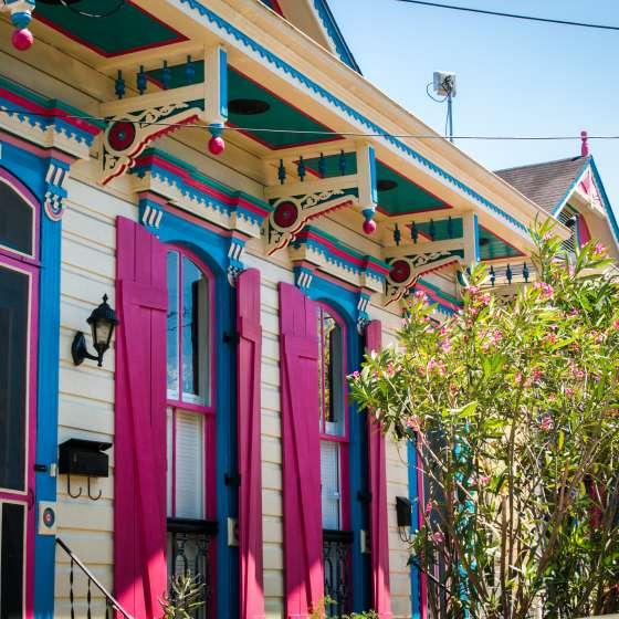 Maisons et scène de rue dans Bywater