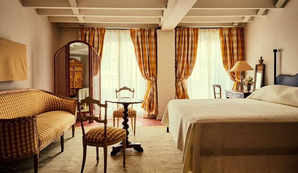 Hotel Peter and Paul - Schoolhouse Guestroom