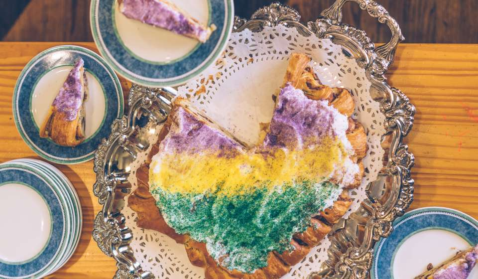 Dong Phuong Pecan Filled King Cake