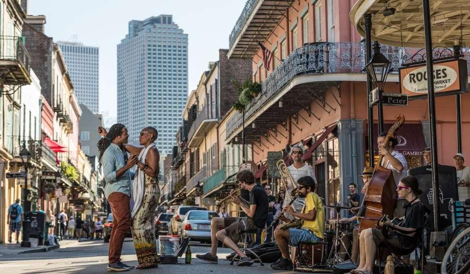 Royal Street - Street Performers and Dancing