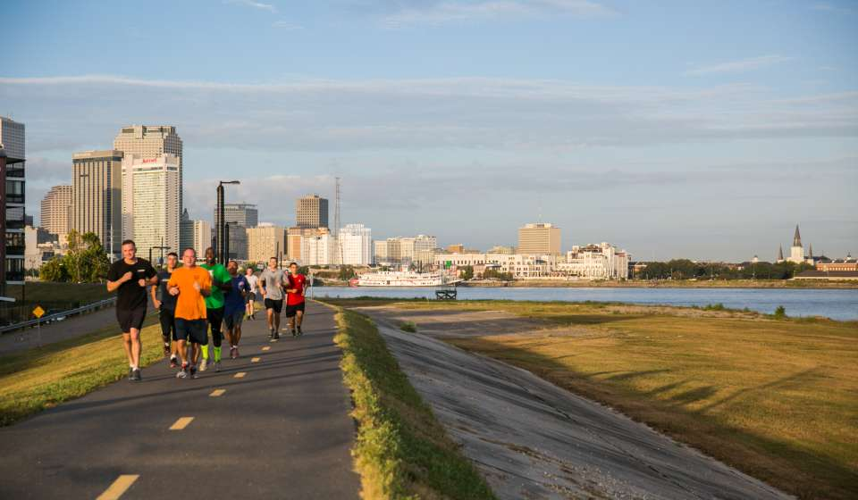 Jogging along the Mississippi River