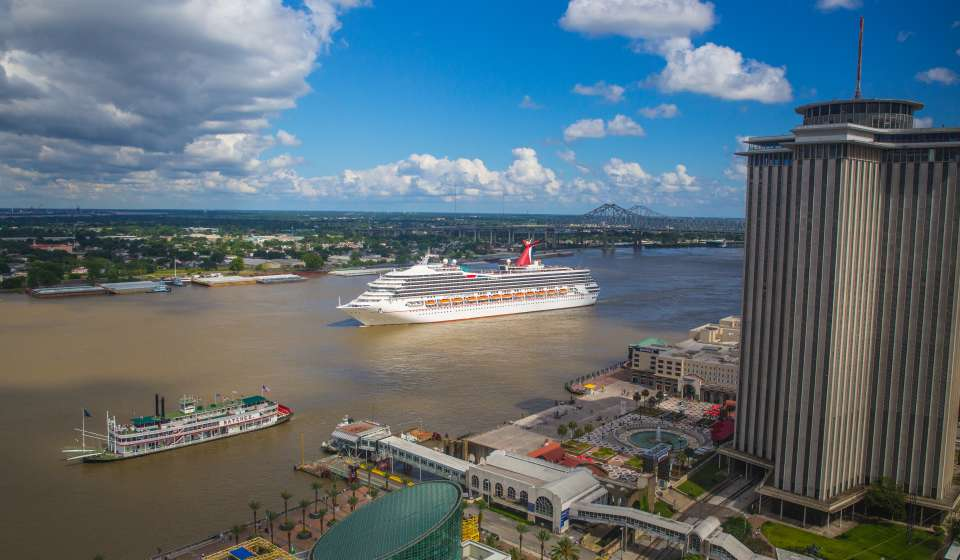 Cruise Ships on the Mississippi River