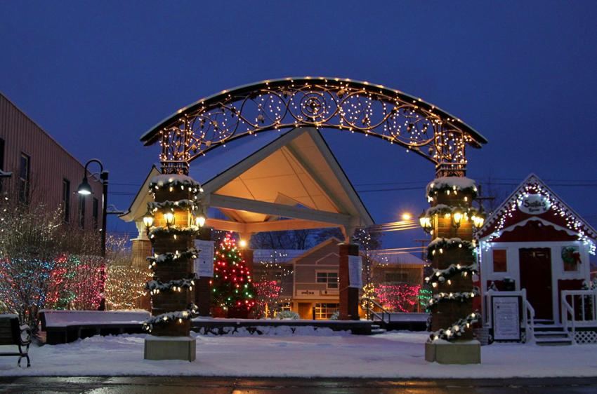 Downtown Canandaigua, Commons Park decorated for the Holidays