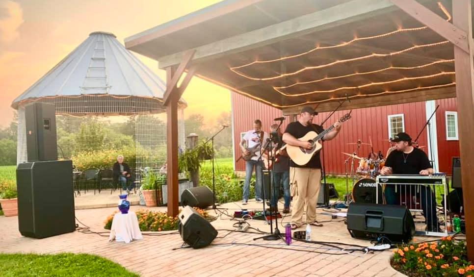 Carpenter Creek Winery entertainment at sunset