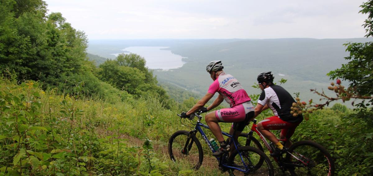 Mountain Bikers overlooking Honeyoe Lake