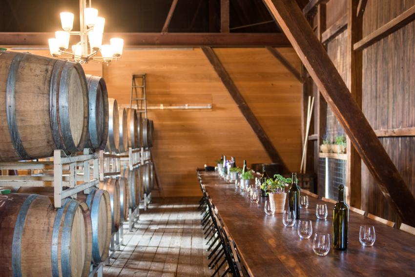 ravines-wine-cellars-table
