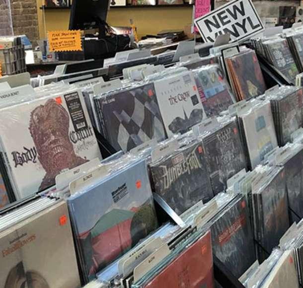 Local-Shopping-Overland-Park-Vinyl-Renaissance