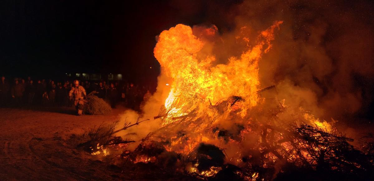 2020 Twelfth Night Holiday Bonfire - Orange Flame