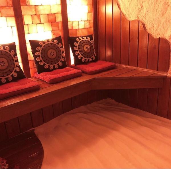 Green Tea Pebbles Spa sauna