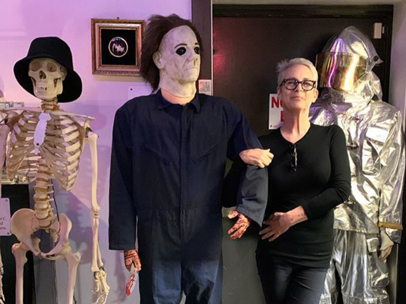 Jamie Lee Curtis posing with a Michael Myers mannequin at the Museum of the Bizarre in Wilmington, NC