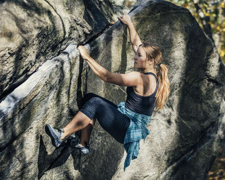 Bouldering in Lincoln Woods