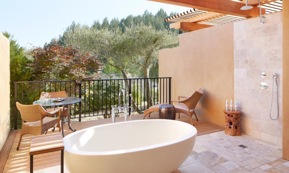 Auberge du Soleil outdoor tub