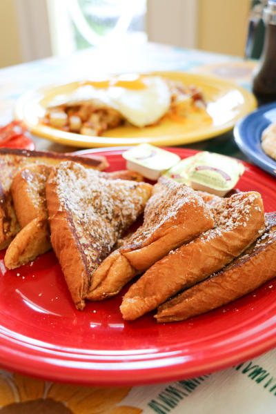 French toast plate at Geraldine's Kitchen