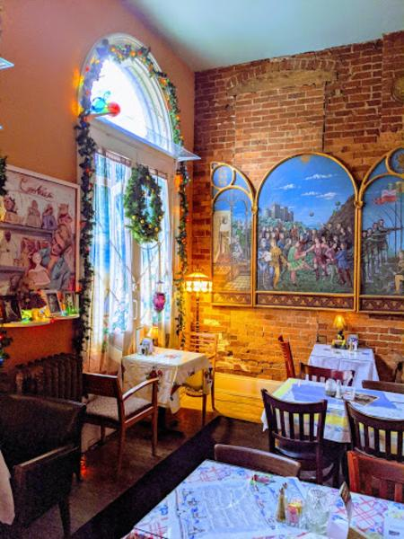 photo of the dining room at york street cafe in newport kentucky