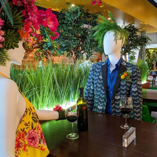 Mannequins At Hugo's Invitados In Irving, TX