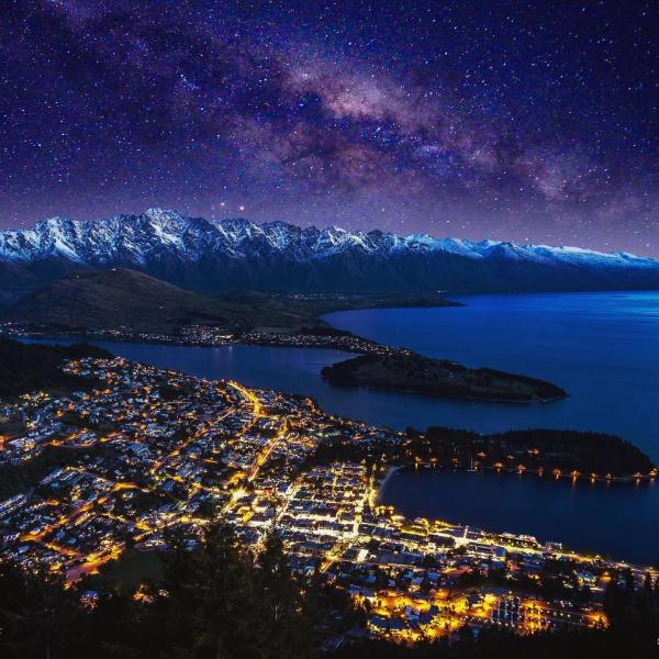 Queenstown by night @federico_pinna_photography