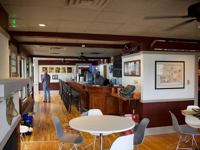 Ebbet's Field Restaurant & Pub